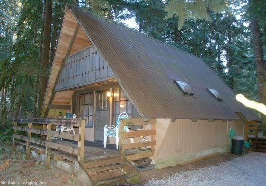 The front of Cabin 86 - Snowline Cabin #86 A rustic pet friendly Cabin with wood burning stove - Maple Falls - rentals