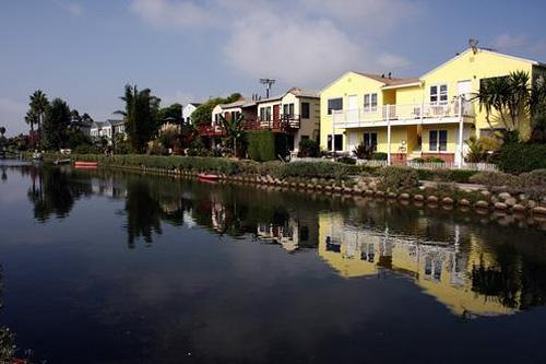 Front of property - Beach Apartment on the Venice Canals, 2 bedrooms, private yard. - Venice Beach - rentals