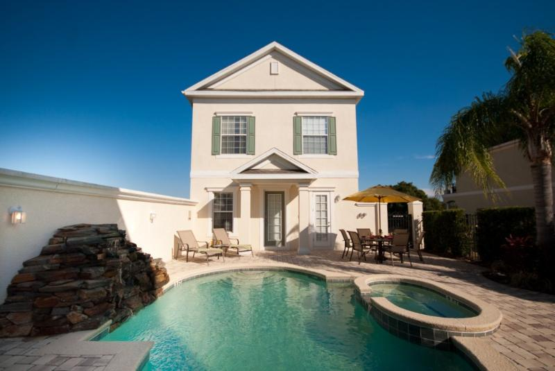 Swimming Pool - Stunning courtyard style home with a large pool - Reunion - rentals