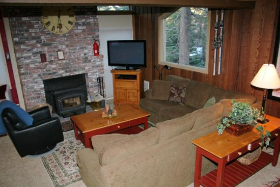 Living room - Chamonix 85- Steps from Canyon Lodge - Mammoth Lakes - rentals