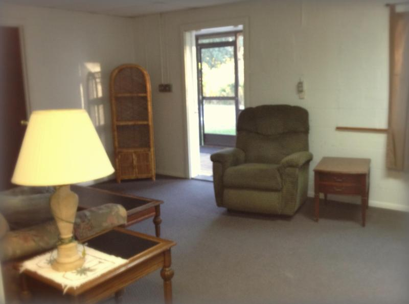 Roomy & Cozy living area - Crystal River 1 BR; UPDATE: RENTED THRU AUG. 2015 - Crystal River - rentals