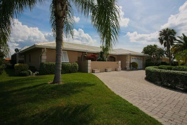 Exterior Front - Country Club Shores Home 570 - Longboat Key - rentals