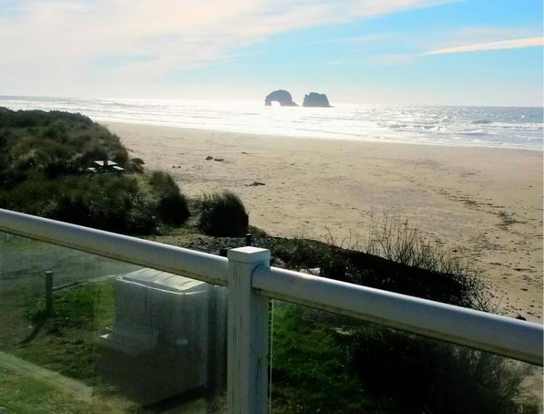 Luxury Beach Villa - sleeps 10 - Image 1 - Rockaway Beach - rentals
