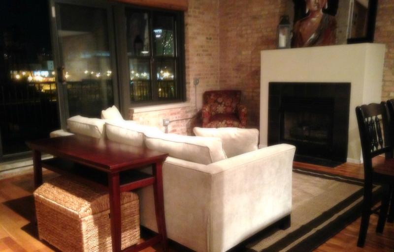 Living room with 20 ft windows next to balcony - Walk 2McCormick# Garage# 2 Flr LOFT - Chicago - rentals
