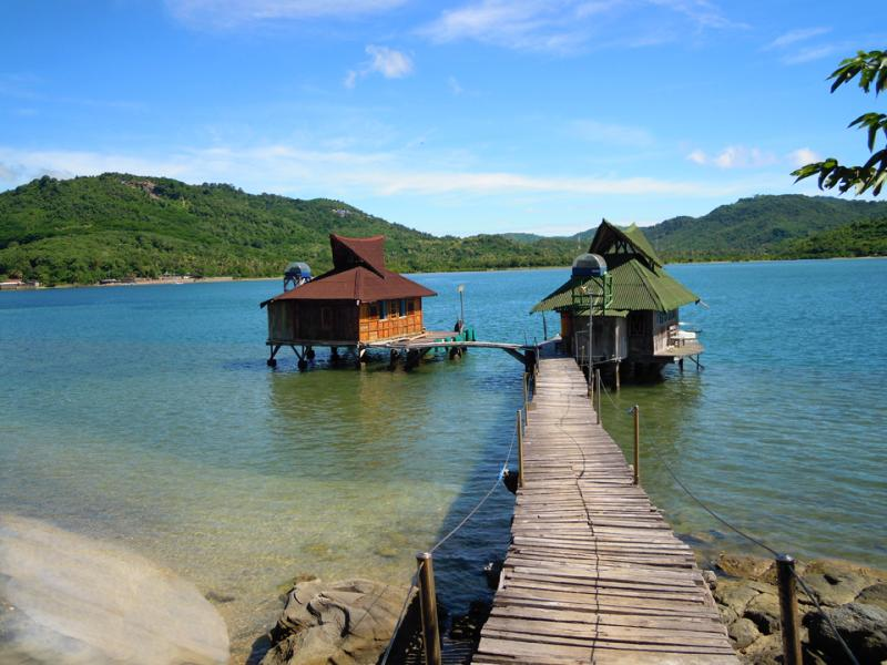 Two Bungalows over the Reef - Bungalow over the Reef - solar hot water - Lombok - rentals