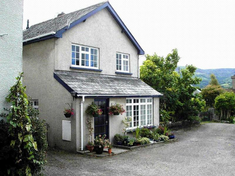 outside - Crud-yr-Awel (Central location with private parking) - Crickhowell - rentals