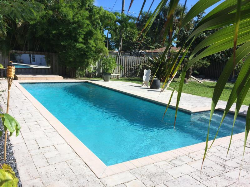 Refresh in your private pool, plenty of sun - Fort Lauderdale Peaceful Cottage - Fort Lauderdale - rentals
