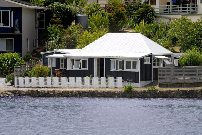 Mabel's. Historic 1860's Waterfront Cottage - Image 1 - Mangonui - rentals