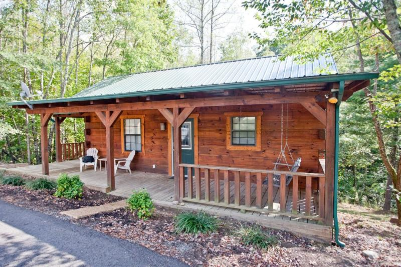 "Tellico Cabins ""Bear"" Log Cabin With Hot Tub - Image 1 - Tellico Plains - rentals"
