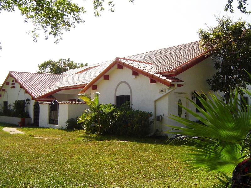 Spanish hacienda-style home - Casa Blanca - Florida B&B - Mansion in the Sun - Plantation - rentals