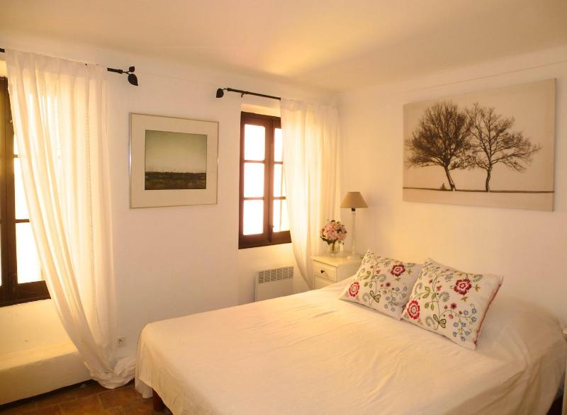 Adorable House With WiFi In Medieval Village - Image 1 - Cagnes-sur-Mer - rentals
