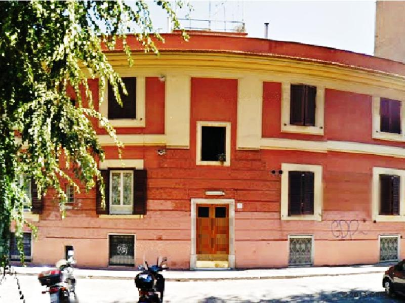1 bedroom 1-4 people very next to Metro, strategic location & excellent value for money: PIRAMIDE SQUARE - Image 1 - Rome - rentals