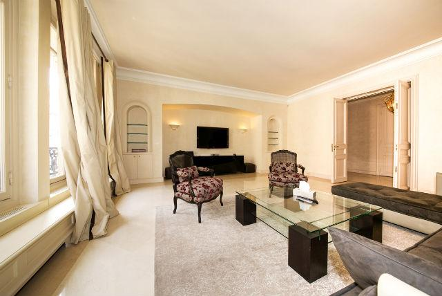 Luxury Flat Close To Avenue Montaigne - Image 1 - 7th Arrondissement Palais-Bourbon - rentals