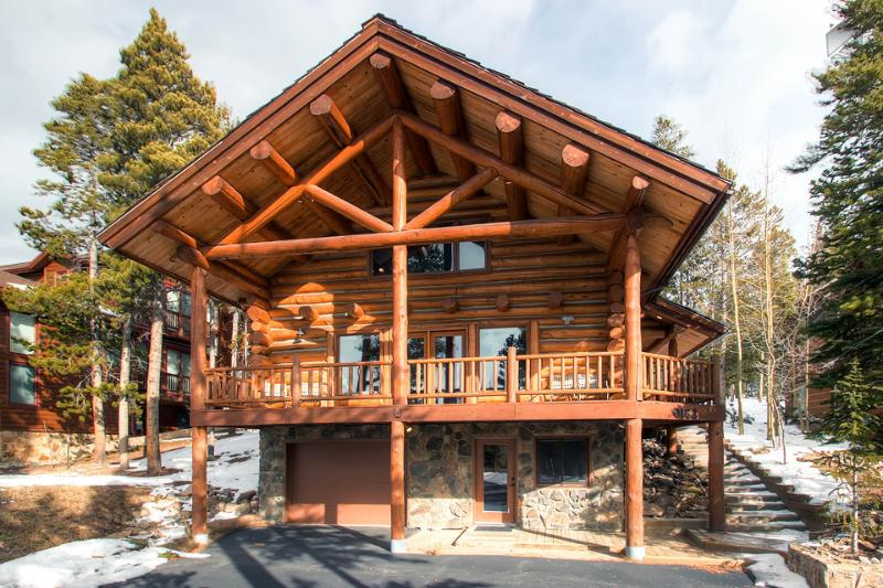 You'll feel like a real mountaineer in this upscale log home. - Modern log home with beautiful mountain views, free shuttle, and campfire - Mountain Echo Lodge - Breckenridge - rentals