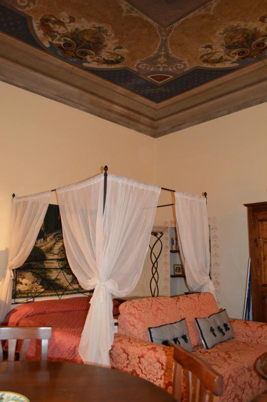 Central location near Palazzo Vecchio and Uffizi! - Image 1 - Florence - rentals