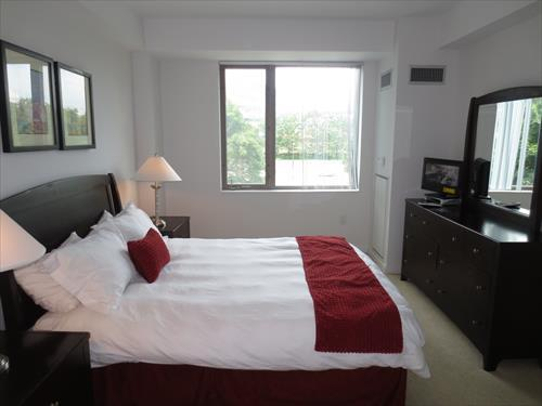 Bedroom - Lux 1BR Cambridge Apt w/Pool - Cambridge - rentals