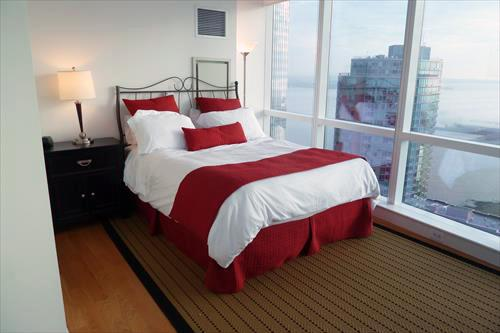 Private bedroom with queen size bed. - Lux 1BR at 70 Greene w/pool - Jersey City - rentals