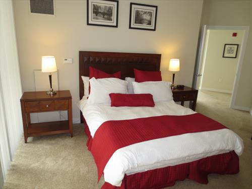 Master Suite with Queen bed and walk-in closet. - Lux 2BR Apt Near Waterfront - Boston - rentals