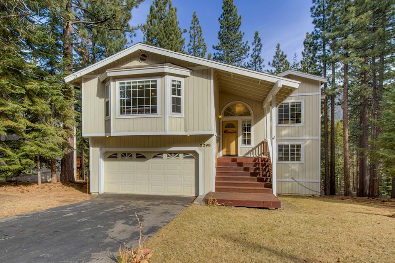 Nestled Pines Retreat is surrounded by pine trees in a quiet neighborhood adjacent to a national forest. - Spacious home on quiet street with private hot tub - Nestled Pines Retreat - South Lake Tahoe - rentals