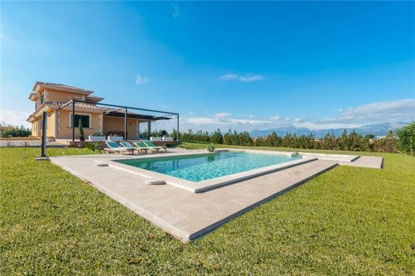 Holiday house for 10 persons, with swimming pool , in Playa de Muro - Image 1 - Muro - rentals
