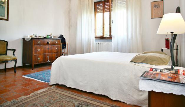 Bedroom with a double bed - Beautiful Apartment In Lucca/toscany - Lucca - rentals