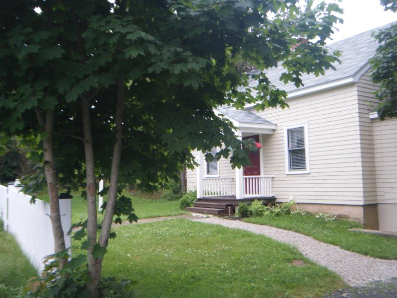 Cherry Lane Cottage in the Summer - Cherry Lane Cottage Mahone Bay NS - Mahone Bay - rentals