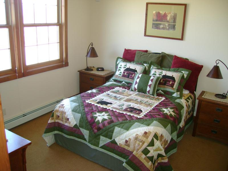 Master Bedroom with Queen Size Bed - Kicking Horse Lodges - Beautiful End Unit 1-201 - Granby - rentals