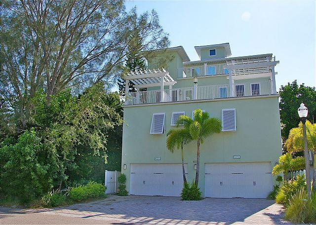 You will not be disappointed in this lovely upscale vacation home on the beach! - Sonset Place #B - Redington Shores - rentals