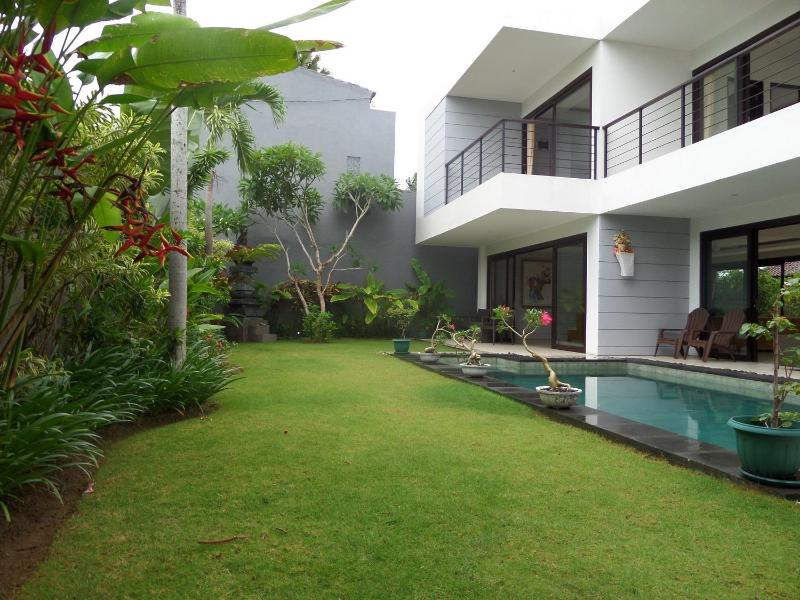 Pool and Garden - Villa Skye Dee   - 3 Bedrooms Luxury In Legian - Legian - rentals