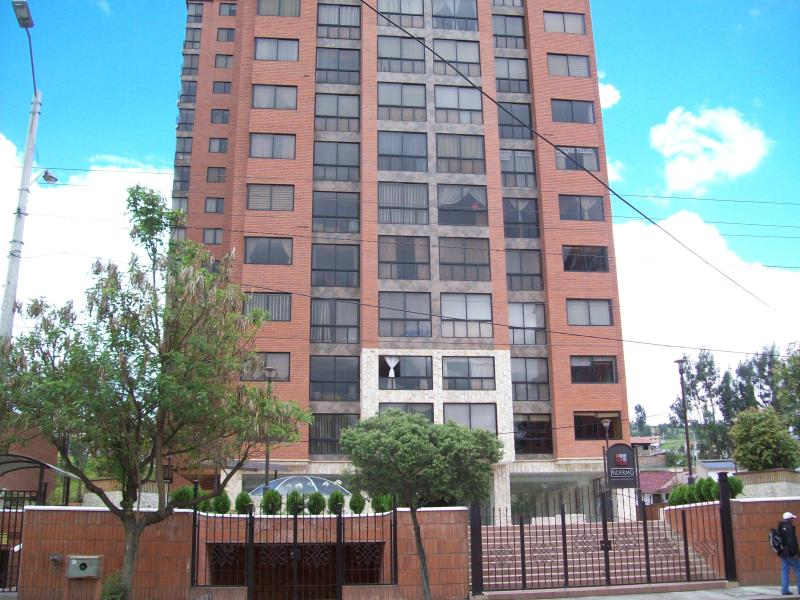 Outside of the Palermo unit is on the 13th fl corner - Luxurious high rise with amazing views 3/3.5 pool - Cuenca - rentals