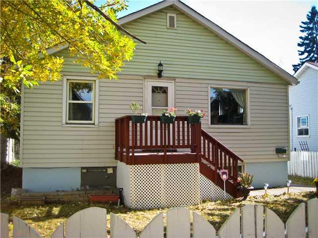 Front of the house - Cozy suite in great location! - Calgary - rentals