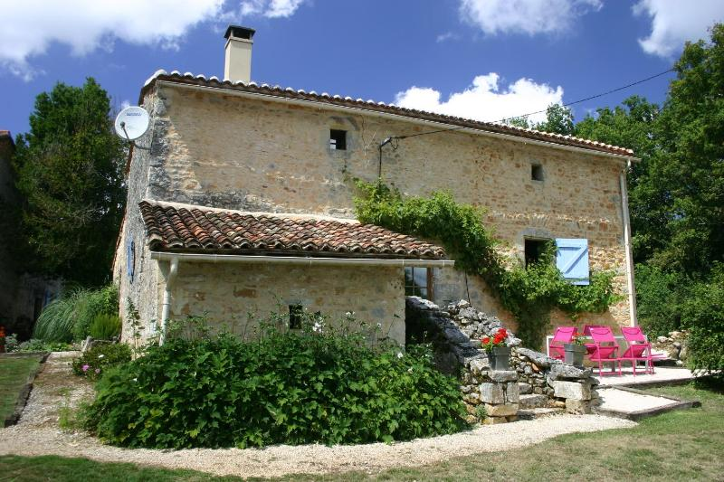 Your Gite Alcott - Beautifully renovated 600 year old cottage - Varaignes - rentals
