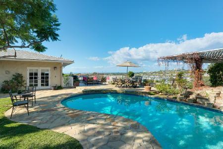 A View of the Sun- 360° Pacific ocean views, near beach, inviting pool & fire pit - Image 1 - Newport Beach - rentals