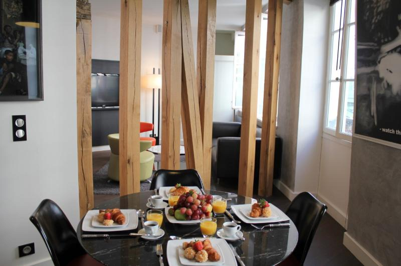 Elysees Modern - Contemporary Elysees Palace 1 bedroom apartment - Image 1 - Paris - rentals