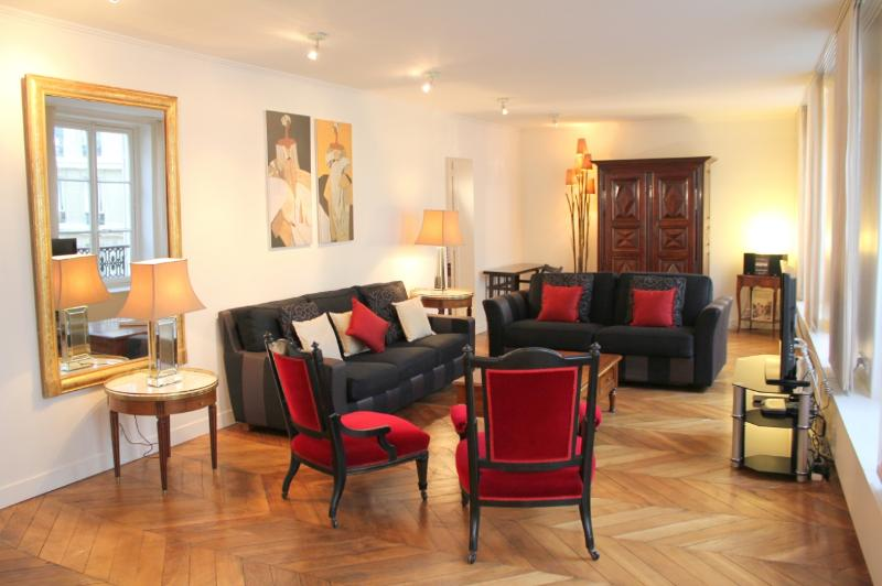 Living room - St Germain Classical - Luxurious Le Bon Marche 2 bedroom apartment - Paris - rentals