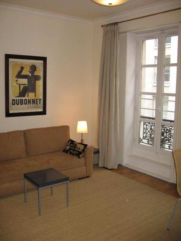 Main room, high ceilings, 2 sets of French windows, hardwood floors - Large, Stylish, Central Marais/Beaubourg Studio - 3rd Arrondissement Temple - rentals