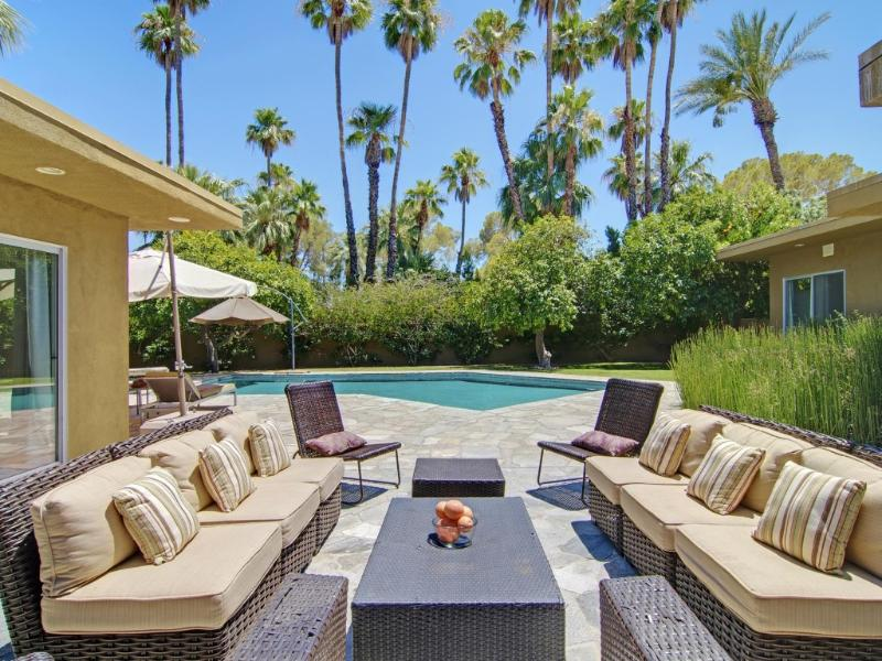 Outdoor Living - Luxurious Mid-Century Modern. Classic Palm Springs - Palm Springs - rentals