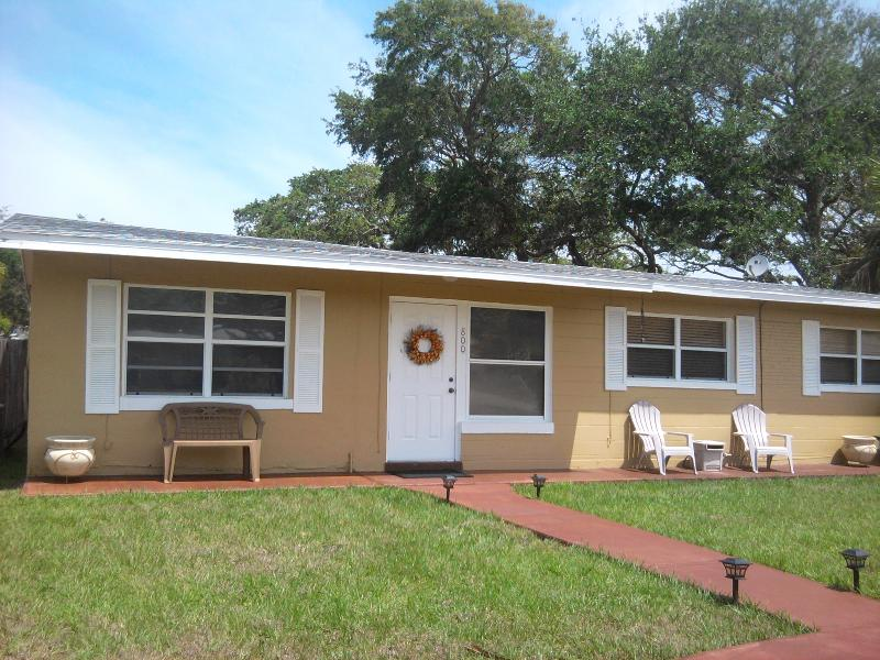 Pet Friendly 3/3 one block to the beach - Image 1 - New Smyrna Beach - rentals