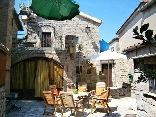 Inner Courtyard - Old stonehouse in middle of small village - Krasici - rentals