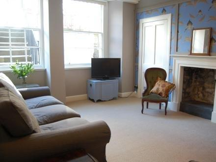Hamilton Apartment ~ RA40529 - Image 1 - Edinburgh - rentals