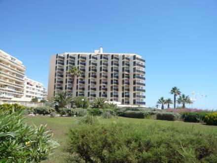 Le Beach ~ RA26896 - Image 1 - Canet-Plage - rentals