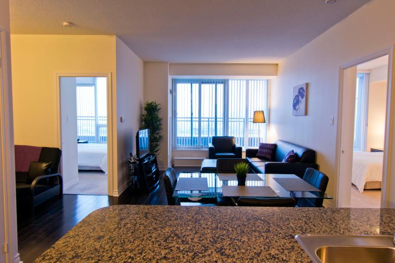 Living room - Deluxe 2 Bedroom Suite With Breathtaking Views - Mississauga - rentals