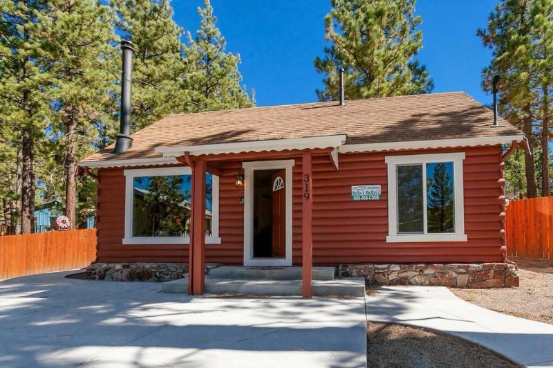 Cozy & Charming Lake Cottage, Hot Tub, Pets OK! - Image 1 - Big Bear Lake - rentals