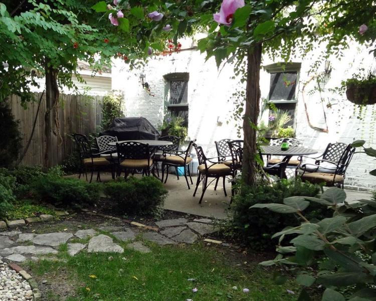 Charming Garden - Teri's Chicago Guest House * Lakeview Suite - Chicago - rentals
