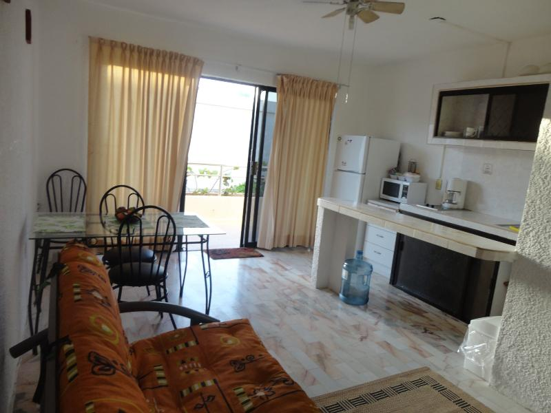Villas Marlin studio in the heart of cancun's H\'otel Zone, beach front property - Image 1 - Cancun - rentals