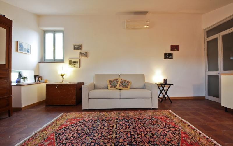 Studio Flat with magnificent view in a Historical Building - Image 1 - Florence - rentals