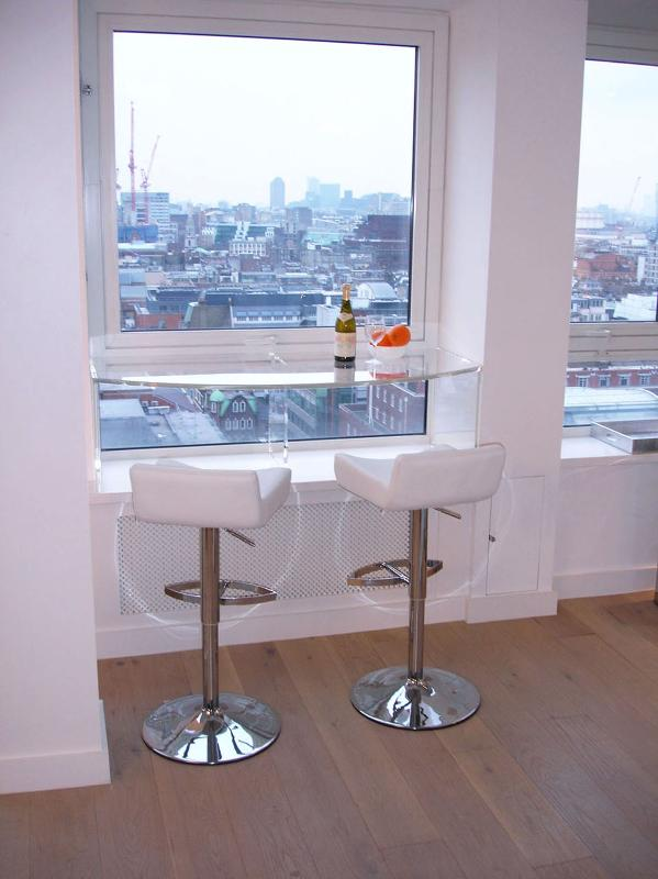 Plexiglass Bar overlooking central London - LUXURY Contemporary PENTHOUSE in SOHO, near Oxford and Piccadilly Circus with SPLENDID VIEWS over London - London - rentals