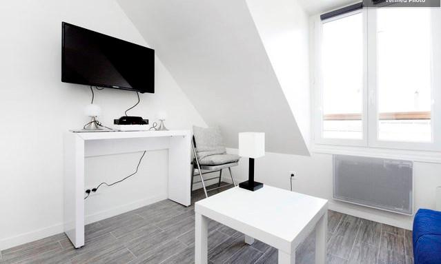 tv avec support pivotant  - Charming studio in MONTMARTRE - rue LEPIC - Paris - rentals