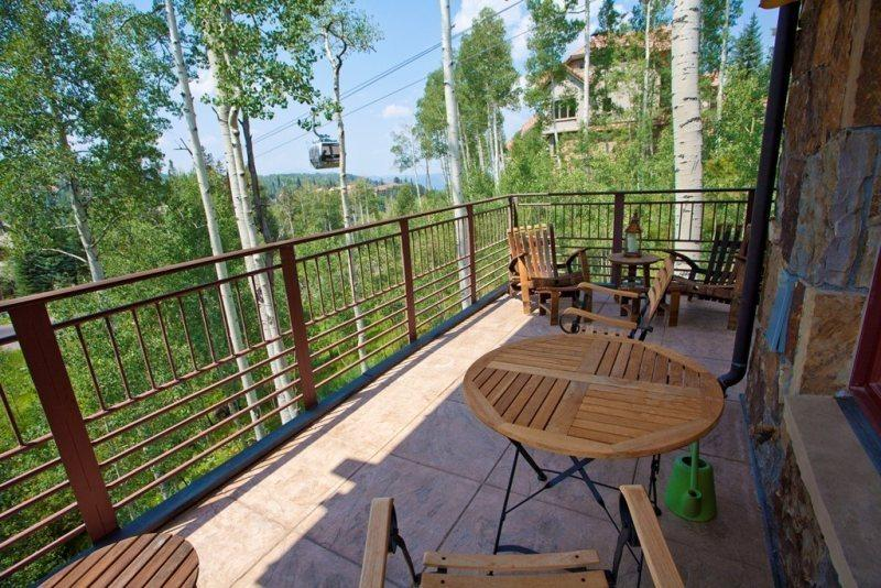 Tramontana 2 - Deck with Views - Outdoor Seating - Gas Grill - Private Hot Tub - Tramontana 2 - 3 Bd / 4 Ba - Luxury Townhome - Sleeps 8 - Located in the Mountain Village Core - Steps from Lift 1 and Lift 4 - Mountain Village - rentals