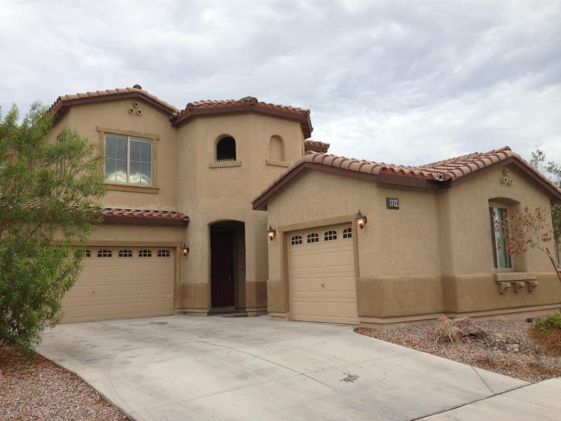 Plenty of space in my 5 bedroom home - 4bdrm, 6beds, 2bth, PacMan,SkeeBall, 5 mi to strip - Las Vegas - rentals